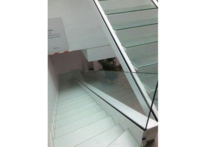 INSTALACIÓN U-GLASS en escalera